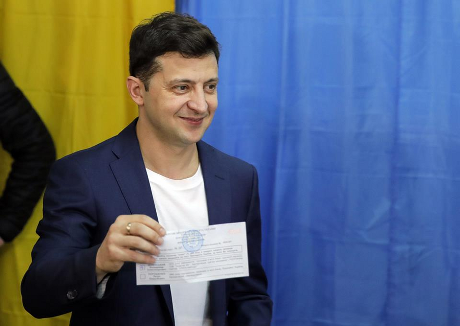 Полицейские задержали избирателя, нарушившего закон по примеру Зеленского ФОТО - фото 179879