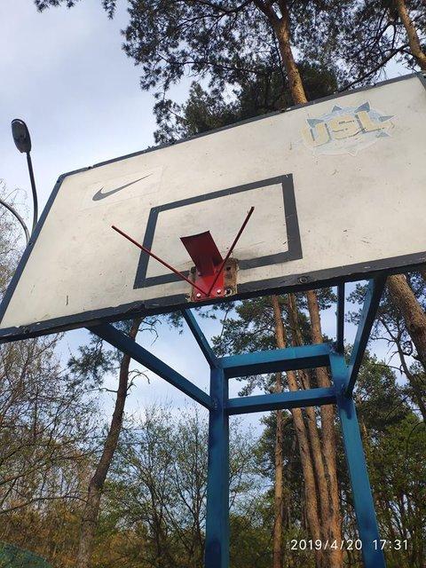 Киевские рагули уничтожили баскетбольную площадку ради VIP-парковки - фото 179884