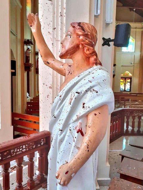 Теракт на Шри-Ланке: Число погибших возросло до 215 - фото 179890