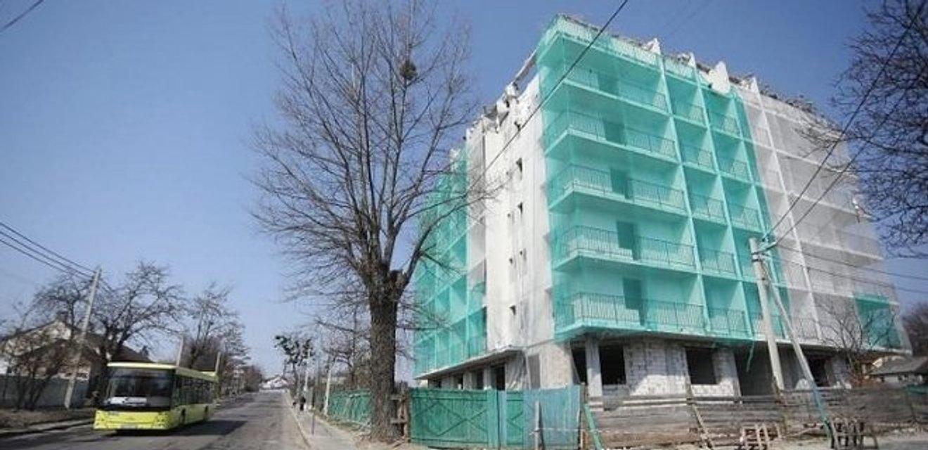Впервые в Украине: во Львове снесли незаконную многоэтажку - фото 180269