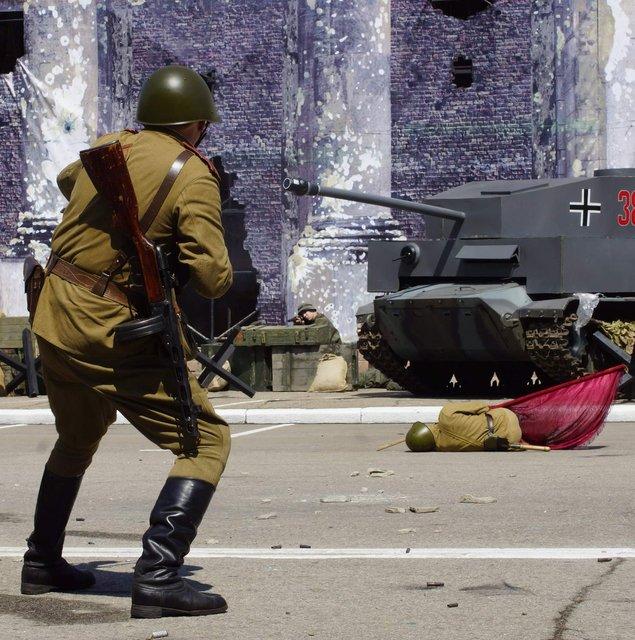 В оккупированном Луганске устроили праздник победобесия - фото 180516