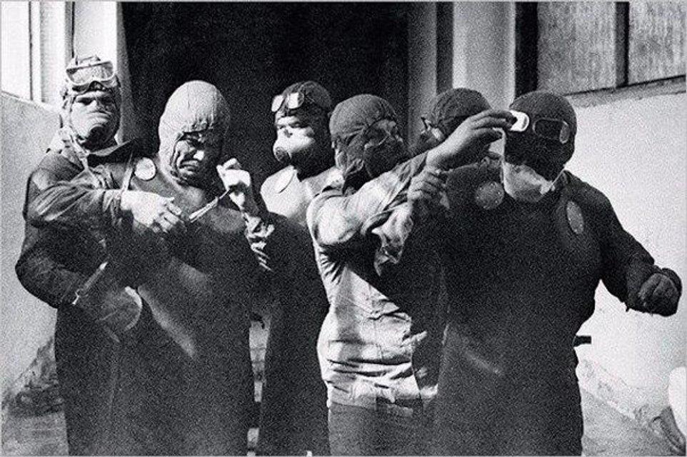 Киевляне требуют назвать улицы в честь 'погибших' чернобыльских дайверов, но они выжили - фото 181134