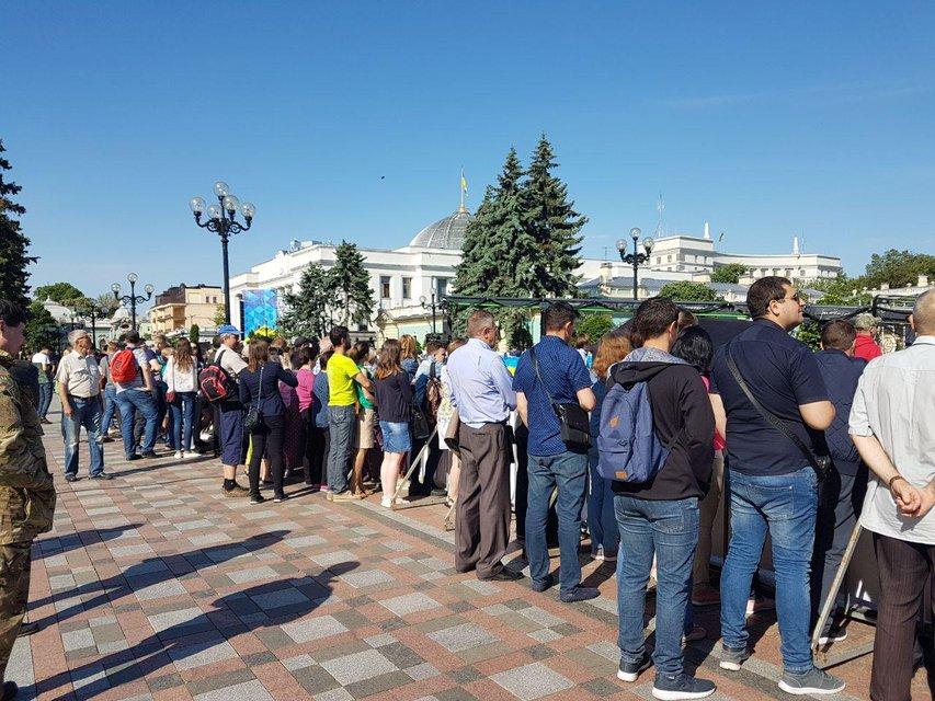Присяга президента: украинский народ застыл в ожидании  - ФОТО - фото 181229