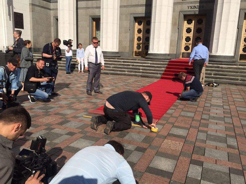 Присяга президента: украинский народ застыл в ожидании  - ФОТО - фото 181232