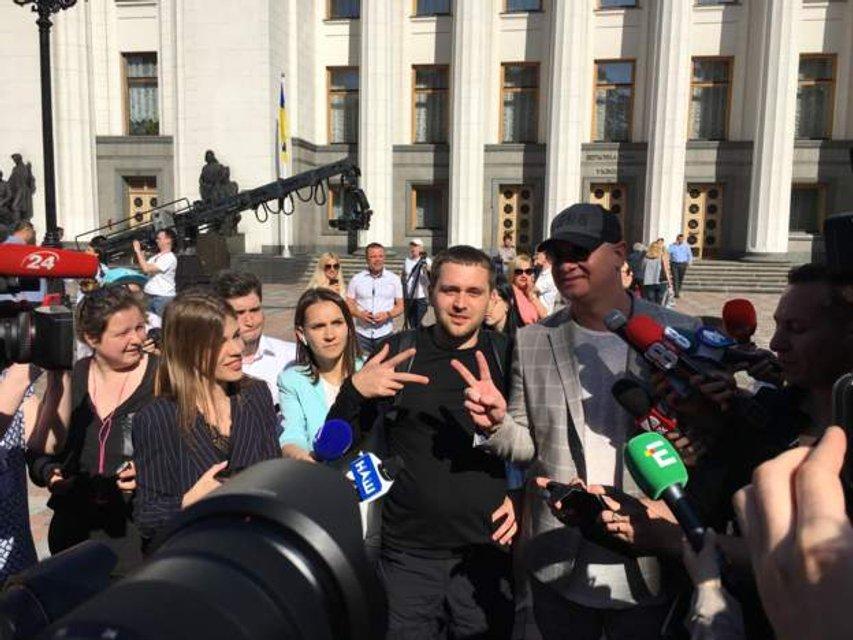 Присяга президента: украинский народ застыл в ожидании  - ФОТО - фото 181234