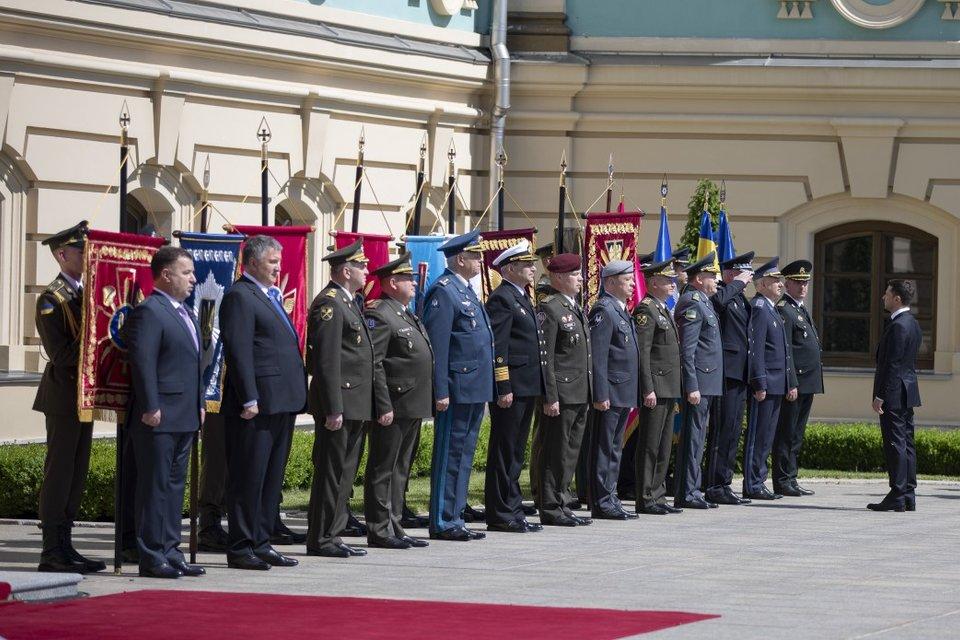 Министр обороны и глава СБУ уходят в отставку - фото 181270