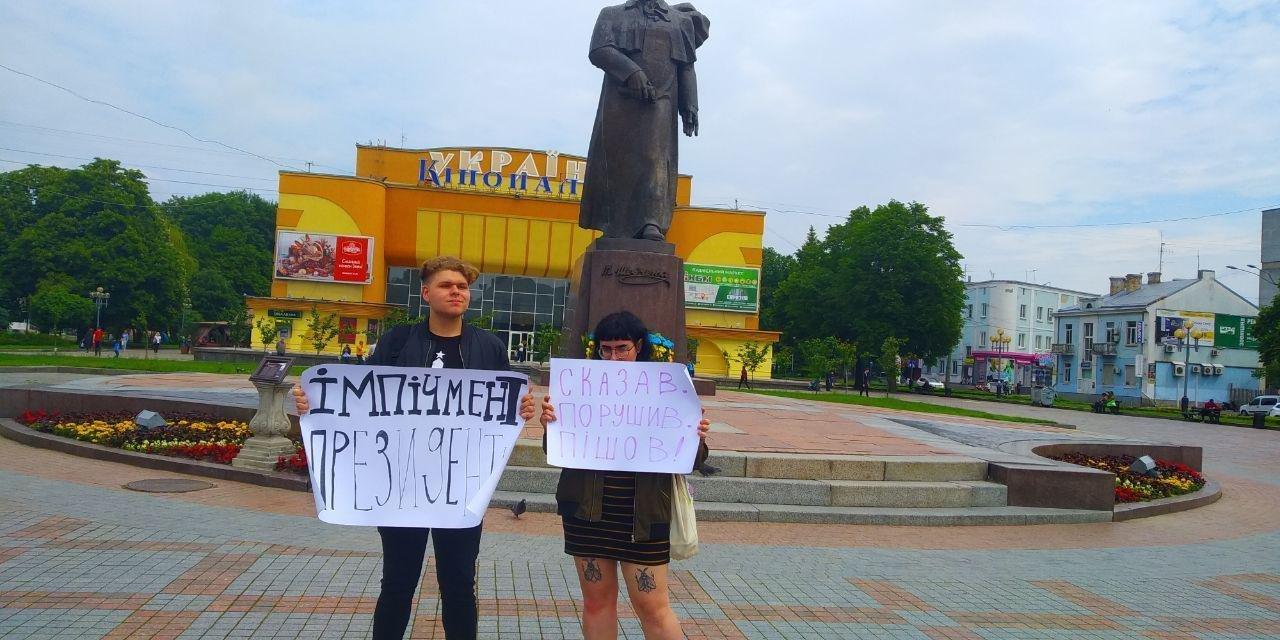 В полиции отреагировали на задержание ментами протестующих против Зеленского подростков - фото 181645