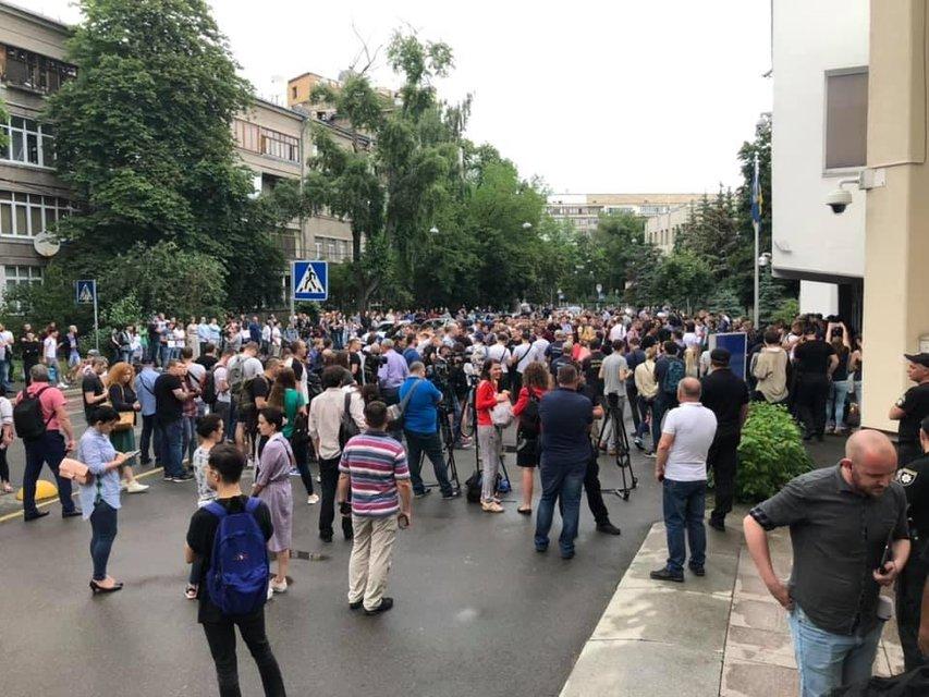 Безнаказанность убивает: у зданий полиции и МВД по всей стране прошли акции протеста ФОТО - фото 182163
