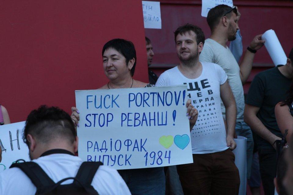 Нет Портнову в КНУ: сотни студентов и активистов ворвались в здание университета Шевченко - фото 183071