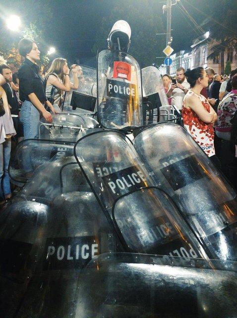В Грузии активисты захватили админздания из-за приезда российского оккупанта - фото 183078