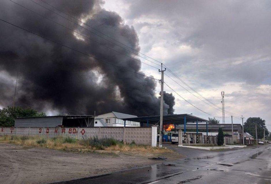 Под Киевом загорелись склады металлобазы, дым охватил весь город (ФОТО+ВИДЕО) - фото 183146
