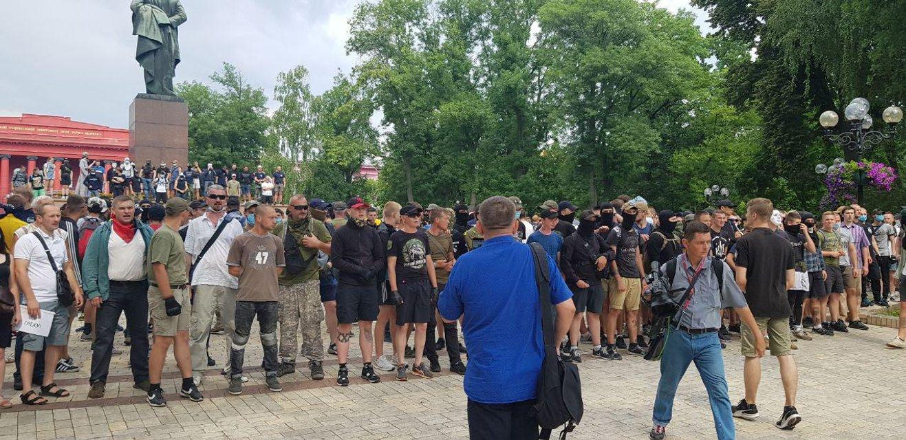 Конная полиция, автозаки и презервативы с фекалиями: как проходит  парад ЛГБТ в Киеве ФОТО - фото 183152