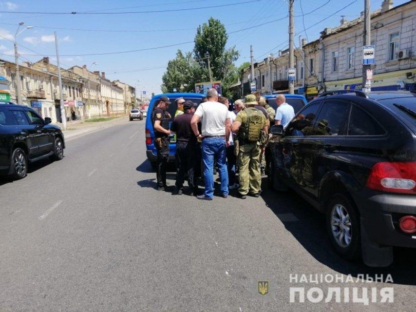 Требовал миллион: в Одессе преступник захватил в заложники работниц кредитной компании - фото 183883