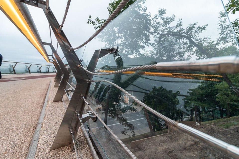 Мост Кличко дал трещину и движется на Троещину (ФОТО+ВИДЕО) - фото 184116