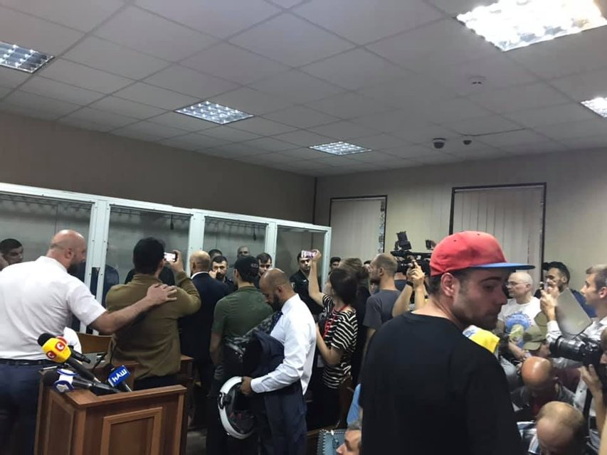 Суд выпустил из-под стражи обвиняемого в расстреле 48 активистов 'беркутовца' - фото 184344