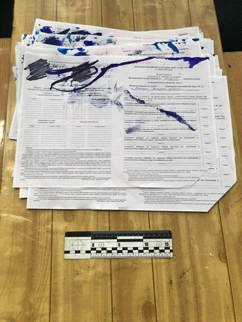 В Украине не открылись восемь избирательных участков - фото 184608
