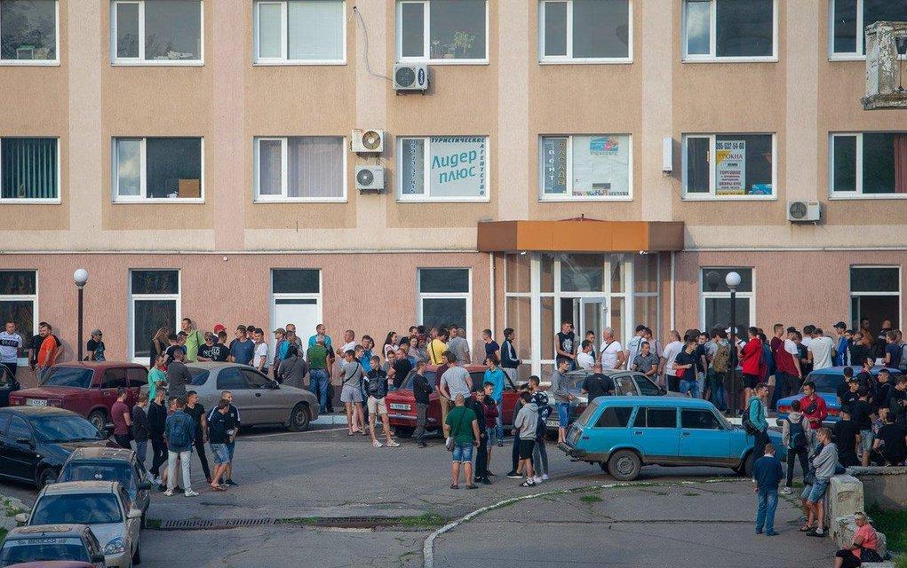 Выборы, выборы: украинцы предпочли не приходить на участки (ФОТО) - фото 184610