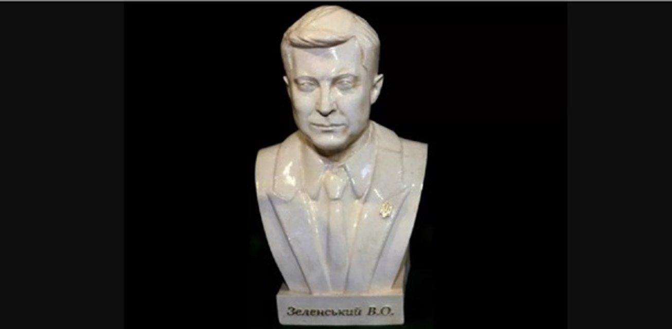 Бюст вместо портрета: в Украине начали штамповать скульптуры Зеленского - фото 184814