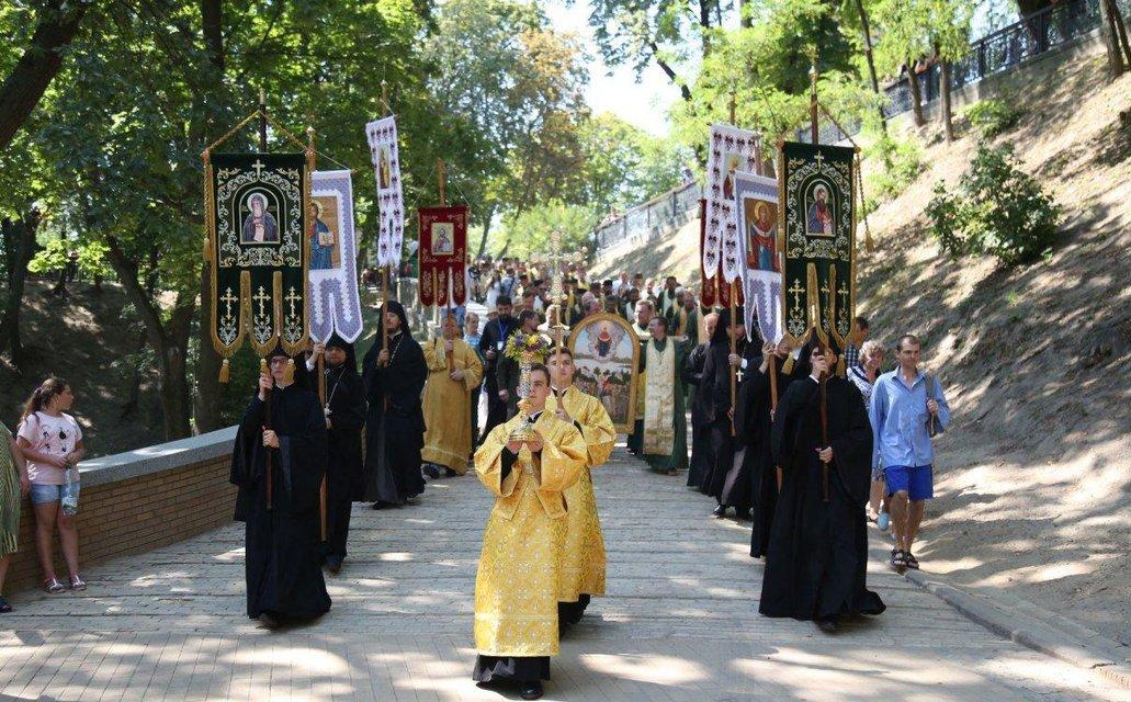 В Киеве прошел первый крестный ход канонической ПЦУ (ФОТО+ВИДЕО) - фото 185035