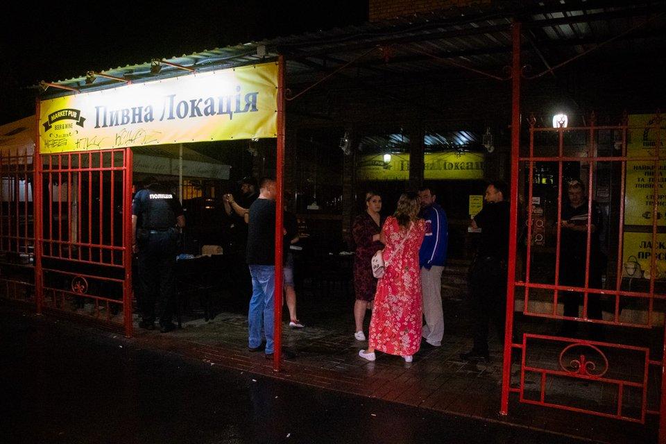 В Киеве пьяный посетитель кафе расстрелял компанию отдыхающих (ФОТО) - фото 185391