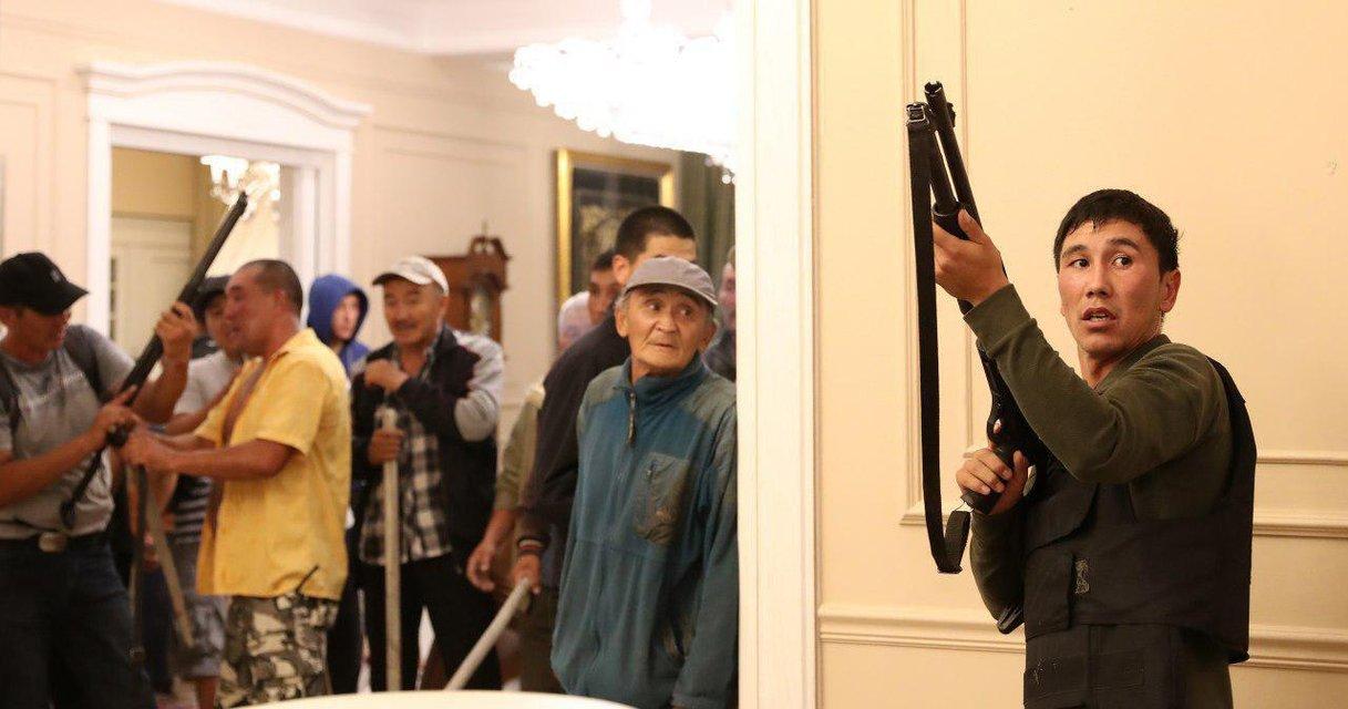 Замесы в Кыргызстане: количество пострадавших увеличилось, в Бишкеке заседает совбез - фото 185615