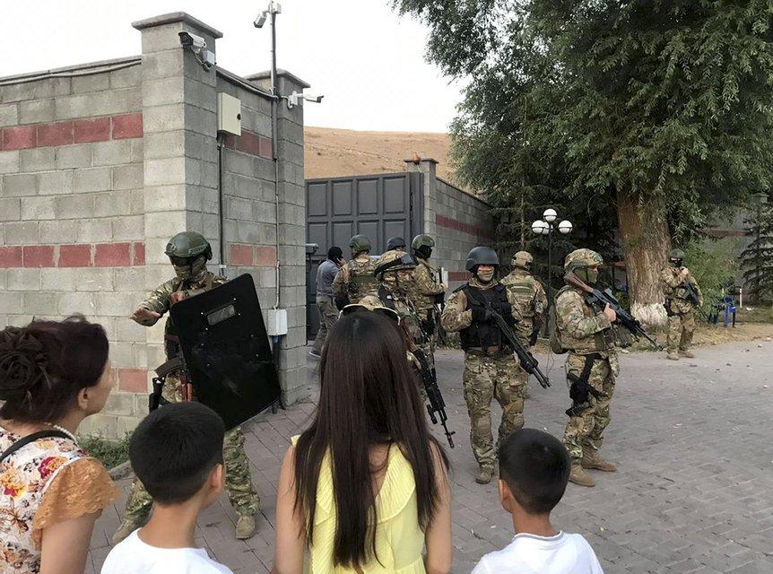 Замесы в Кыргызстане: количество пострадавших увеличилось, в Бишкеке заседает совбез - фото 185617