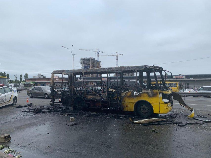 В Киеве 'подорвали' маршрутку – жуткие ФОТО, ВИДЕО - фото 185961