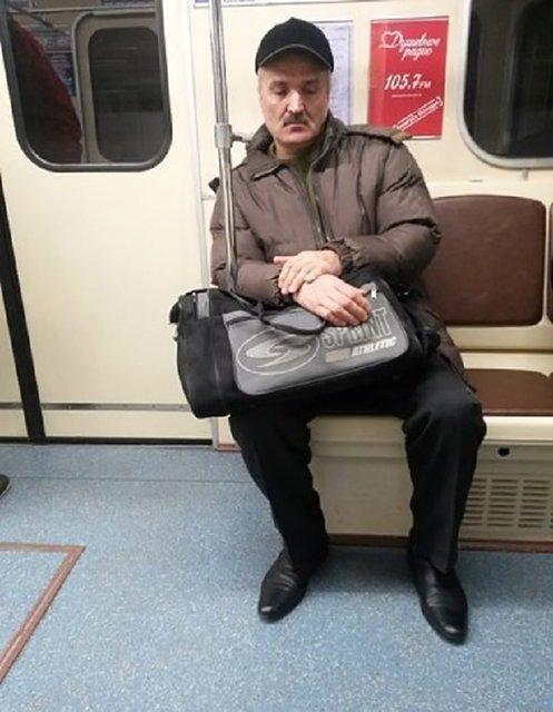 'Зеленского' заметили в метро – яркие ФОТО  и МЕМЫ - фото 186087