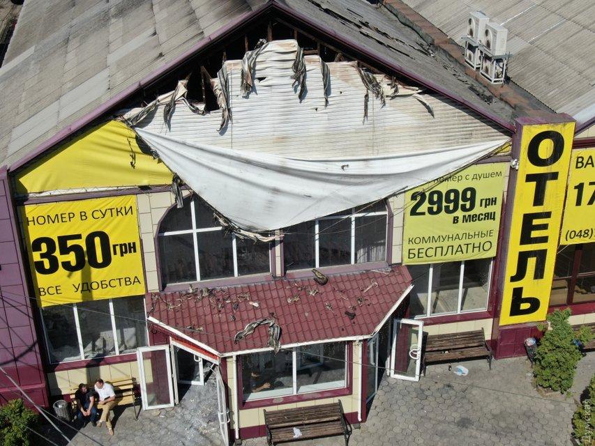 Владельцы сгоревшего в Одессе отеля нелегально заселяли людей в собачьи будки (ВИДЕО) - фото 186133
