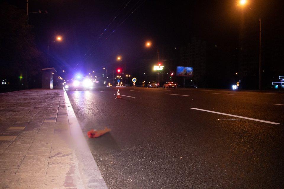 В Киеве водитель элитного Mercedes на скорости снес и разорвал девушку-пешехода ВИДЕО 18+ - фото 186239