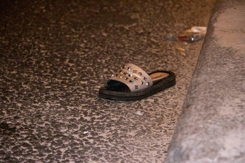 В Киеве водитель элитного Mercedes на скорости снес и разорвал девушку-пешехода ВИДЕО 18+ - фото 186240
