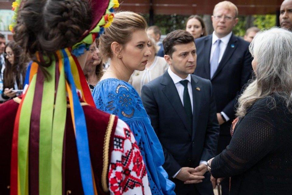 Елена Зеленская к визиту Нетаньяху купила платье у дочки бизнес-партнера Коломойского - фото 186324