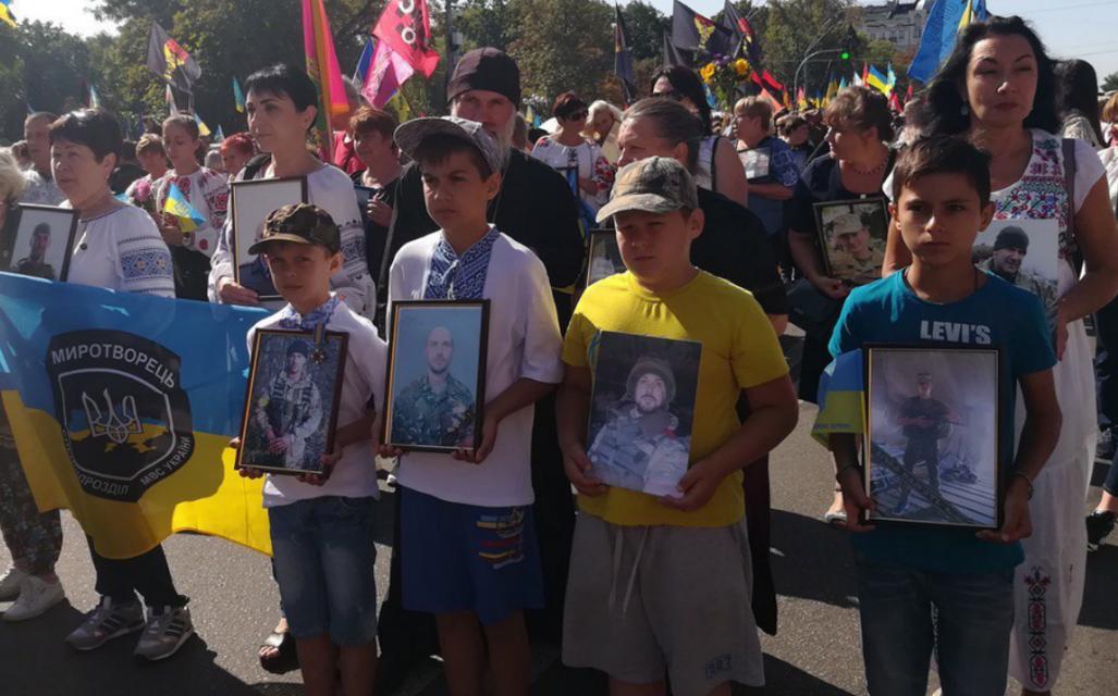 Марш защитников прошел. Но без Порошенко  - ФОТО, ВИДЕО - фото 186466