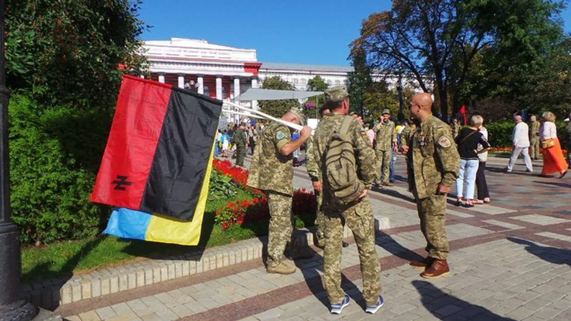 Марш защитников прошел. Но без Порошенко  - ФОТО, ВИДЕО - фото 186469