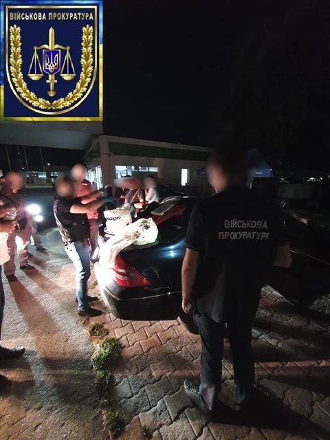 Под Киевом задержали дилеров, возивших наркоту военным (ФОТО) - фото 186495