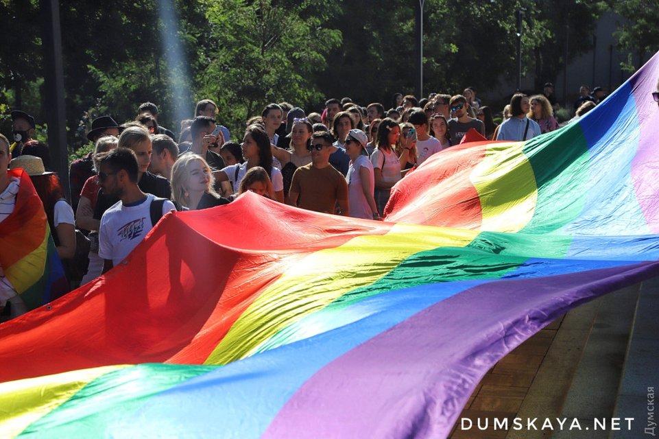 В Одессе прошел гей-парад, есть задержанные – ФОТО, ВИДЕО - фото 186897