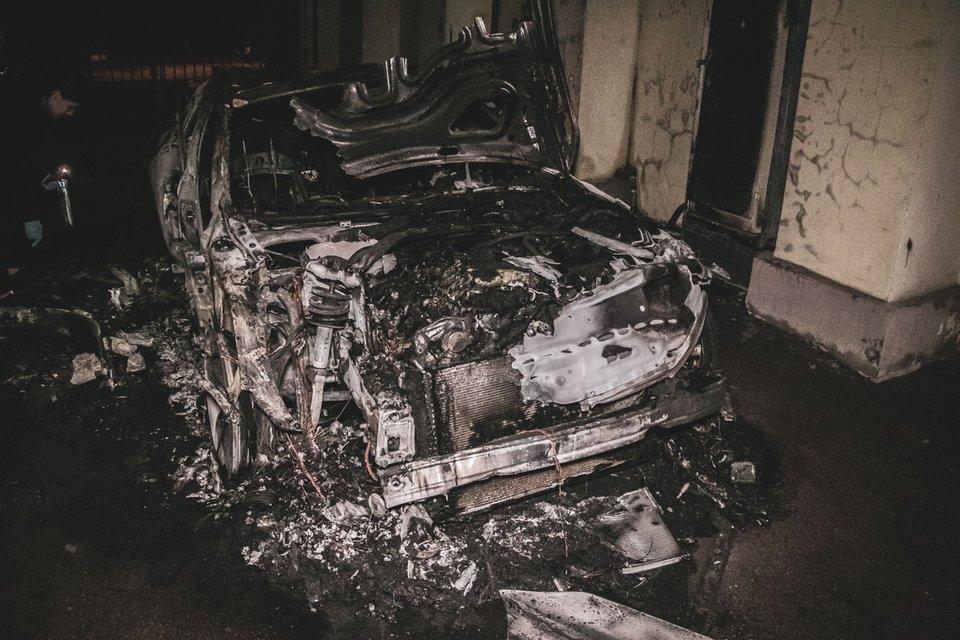 В Киеве 'сожгли' машину сына Гонтаревой – ФОТО, ВИДЕО - фото 187151