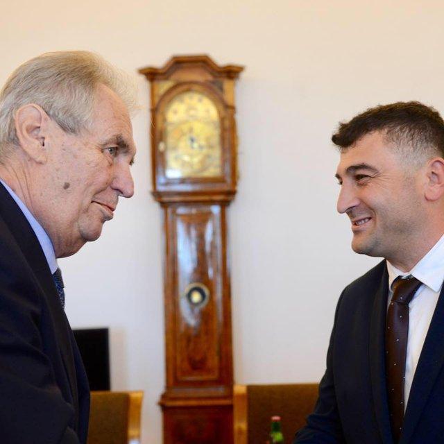 Президент Чехии принял  сепаратистов Закарпатья. Что происходит? - фото 187492