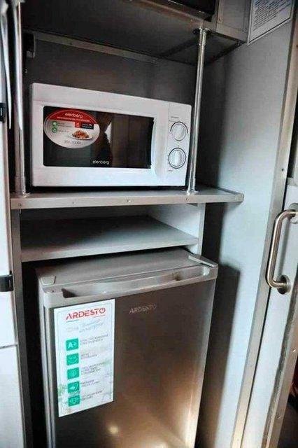 Дорогущий пиар: в 'Укрзализныце' показали убийственные плацкарты (ФОТО) - фото 187778