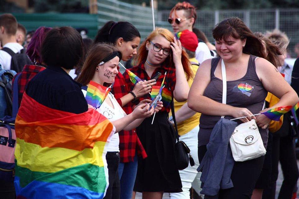 KharkivPride: Полиция доминировала и над сторонниками ЛГБТ, и над противниками - фото 187792