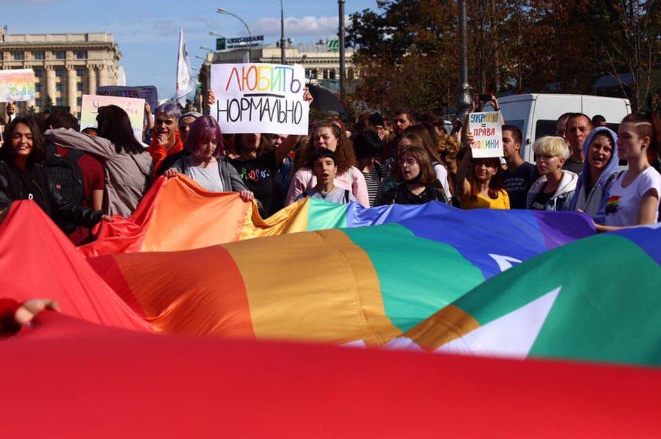 KharkivPride: Полиция доминировала и над сторонниками ЛГБТ, и над противниками - фото 187793