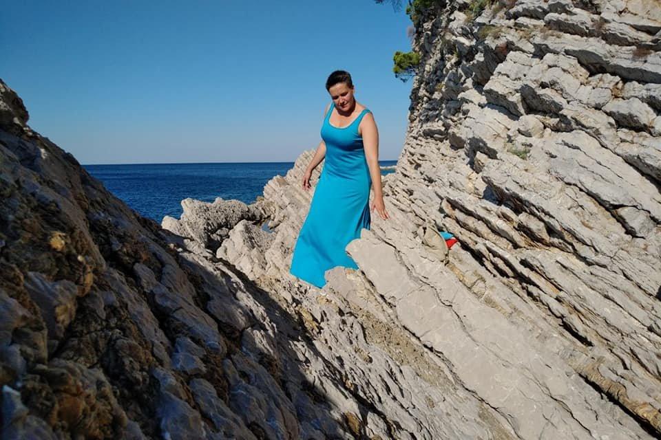 Савченко в платьице ярко зажгла на море – красочные ФОТО - фото 188008