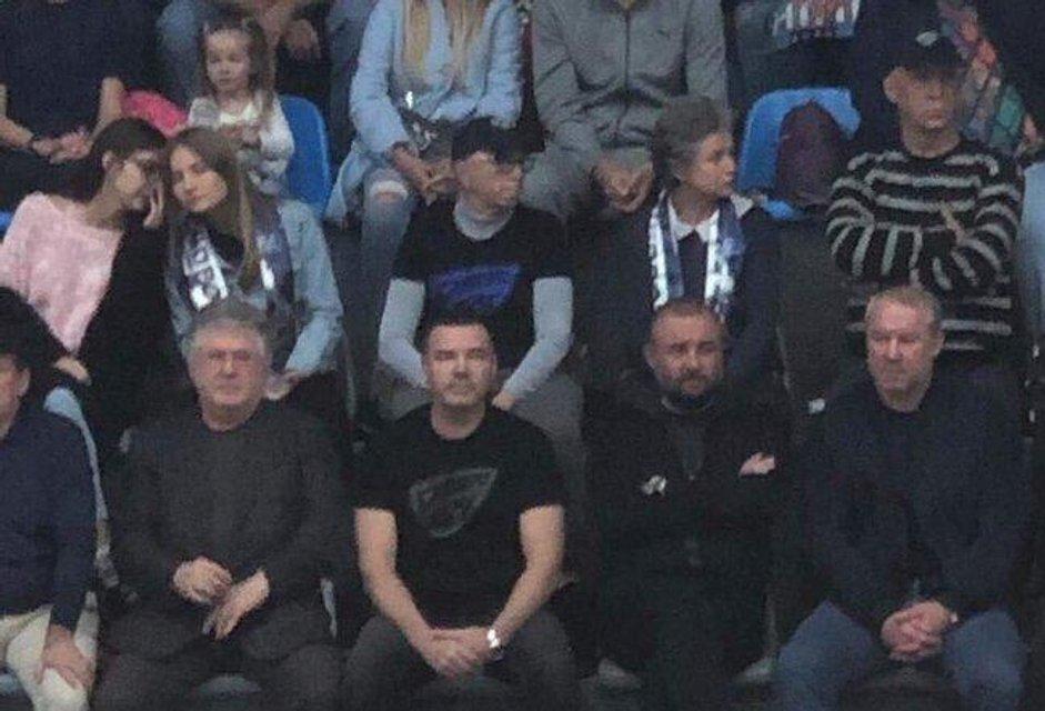 Коломойский сходил на баскетбол с криминальными друзьями Порошенко - фото 188207