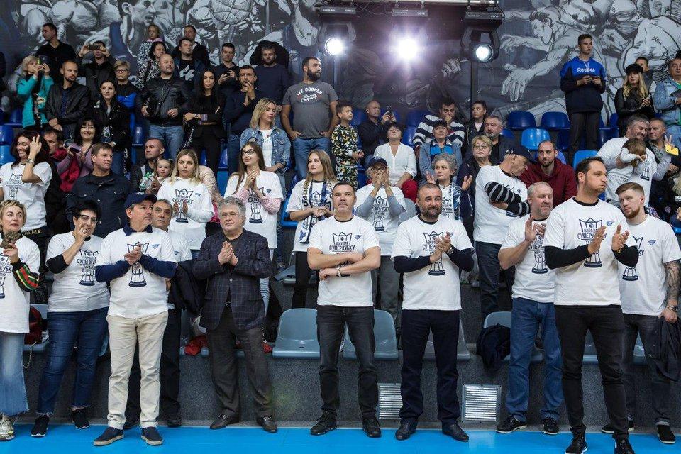 Коломойский сходил на баскетбол с криминальными друзьями Порошенко - фото 188208