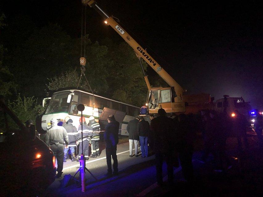 Под Житомиром грузовик протаранил автобус, множество погибших – ФОТО - фото 188238