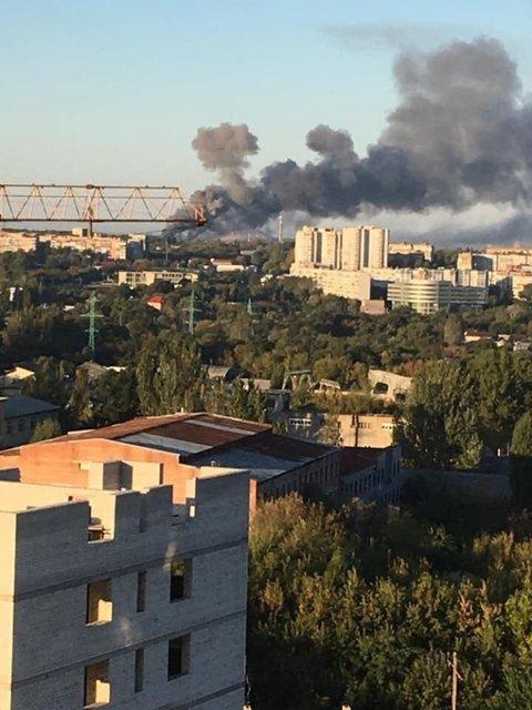 Весь Донецк сотрясают взрывы. Что происходит? – ФОТО, ВИДЕО - фото 188401