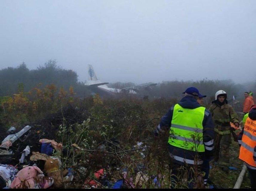 Во Львове возле аэропорта упал грузовой самолет, есть пострадавшие (ФОТО) - фото 189014