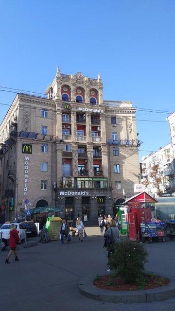 Копы с бывшим нардепом прорвались на скандальную надстройку на Майдане (ФОТО) - фото 189627