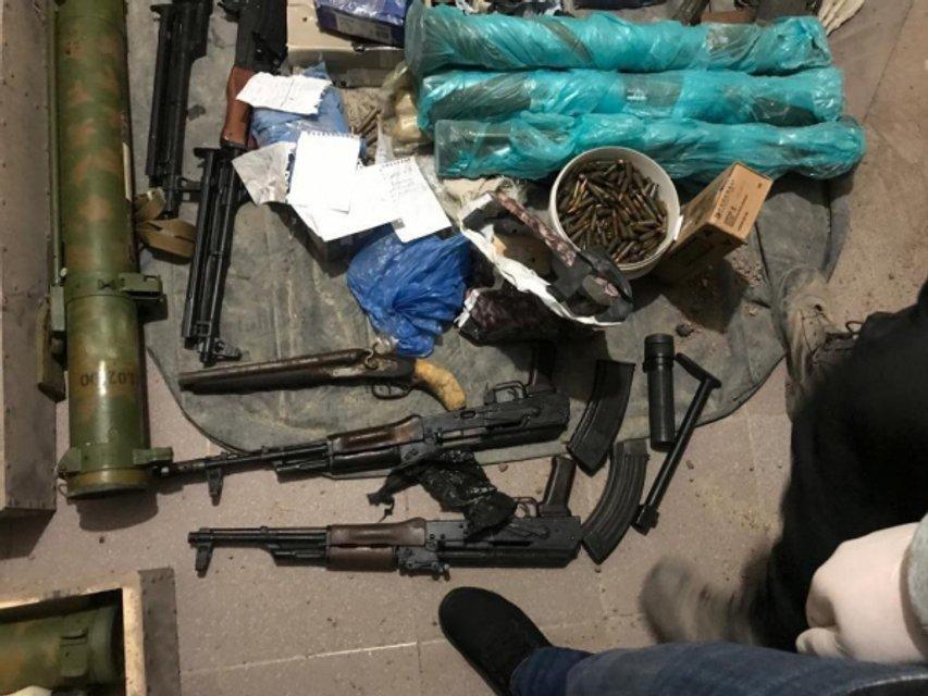 У харьковского стрелка нашли огромный арсенал оружия (ФОТО) - фото 190230