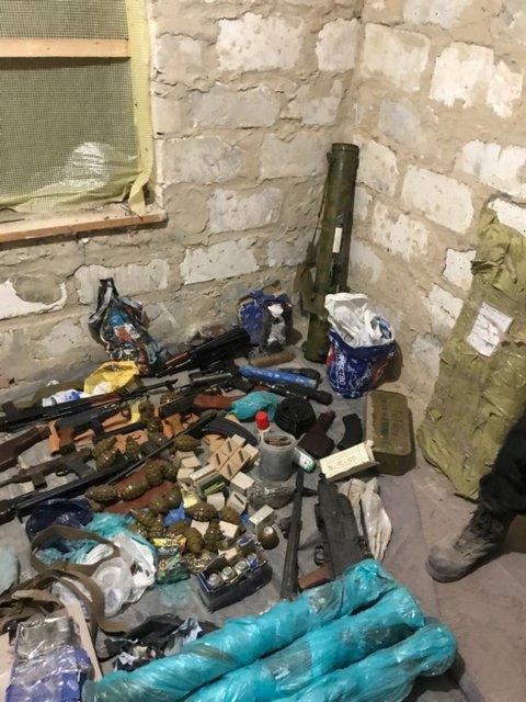 У харьковского стрелка нашли огромный арсенал оружия (ФОТО) - фото 190231